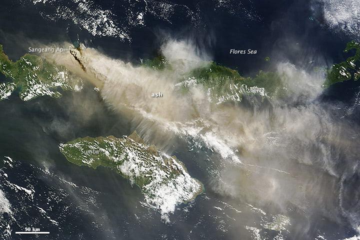 Sangeang-Ausbruch aus dem Weltraum