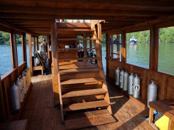 Banda: Treppe zum Sundeck