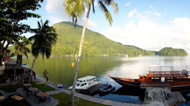 Banda Blick von Baba Lagoon auf Gunung Api