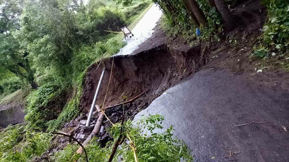 Zerstörte Straße in Bali