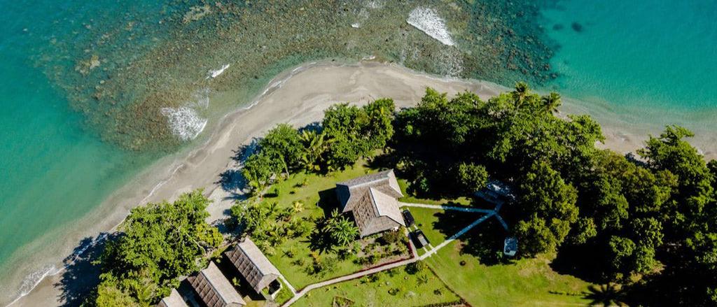 Nakaela Lodge, Anlage und Strand