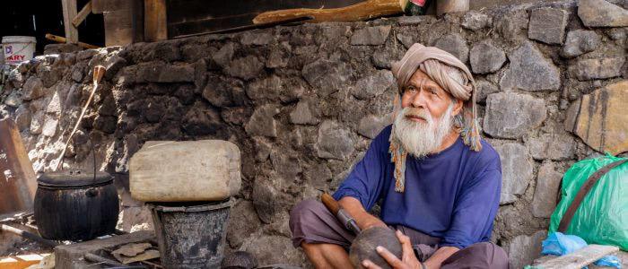 Bena, tagsüber bleiben die alten Leute im Dorf