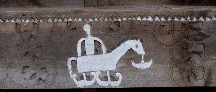 Bena, Schnitzerei Pferd mit Reiter