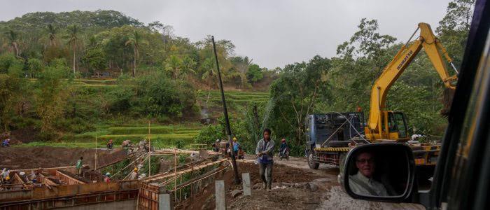 Straßenarbeiten am Flores Highway