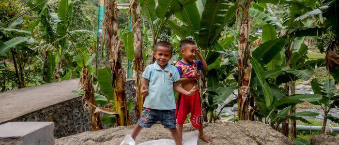 Kinder in Flores