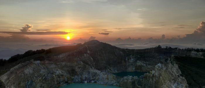 Sonnenaufgang auf dem Kelimutu