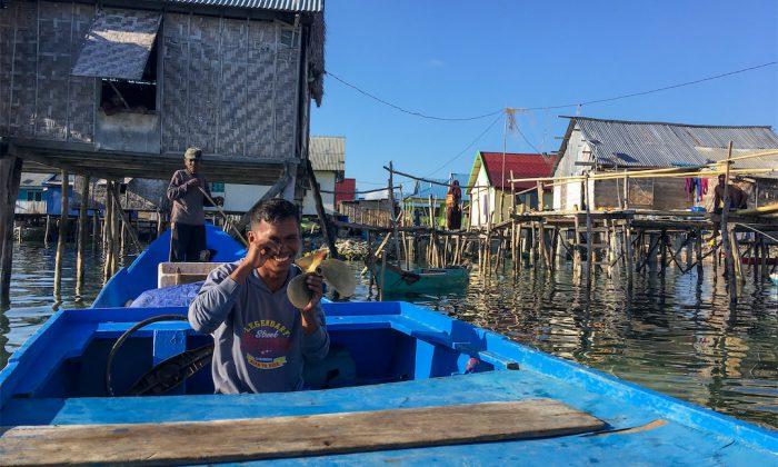 Bootstour nach Tomini mit kaputter Schraube