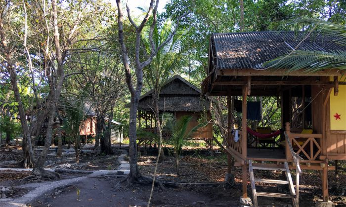 Hoga Island Dive Resort: Blick auf Bungalows