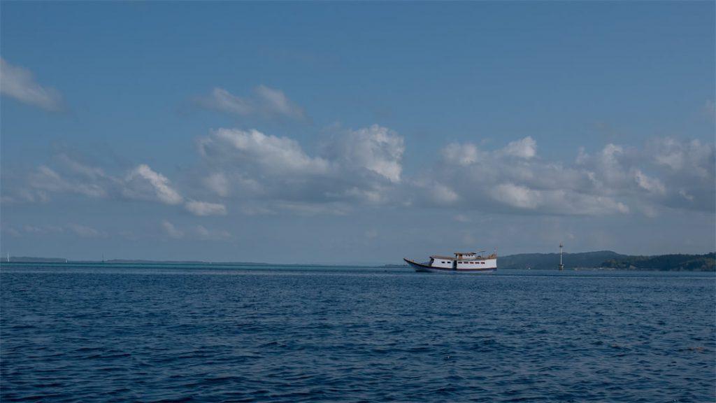 Tauchschiff des Hoga Island Dive Resorts