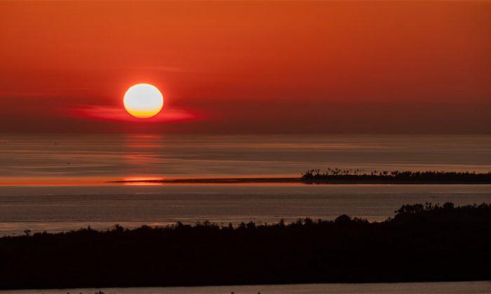 Sonnenuntergang mit Blick auf Tondano