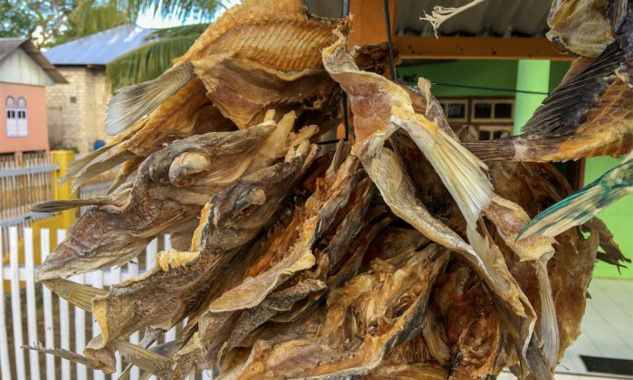 Tomia: Getrocknete Fische