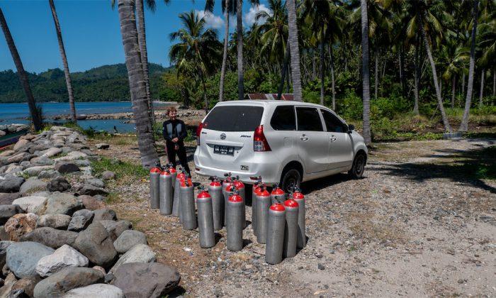 Begleitfahrzeug mit Tauchflaschen